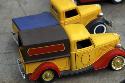 Altes Spielzeug auf Garagenflohmarkt verkaufen