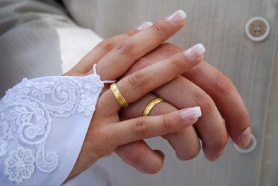 Gestalten Sie den Hochzeitskartenumschlag fantasievoll!