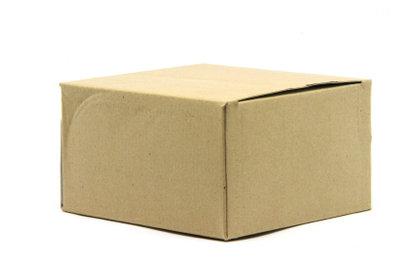 Verwenden Sie zum Verpacken stabile Kartonagen.