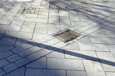 Viele Straßen sind mit Betonplatten gepflastert.