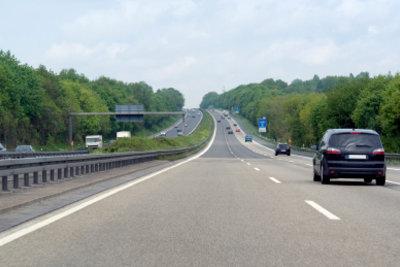 Die Autobahnfahrt ist eine spannende Herausforderung.