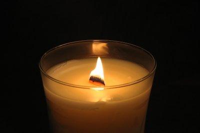 Kerzen brennen im Glas sicher ab.