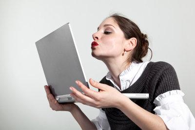 Viele Menschen flirten im Chat.