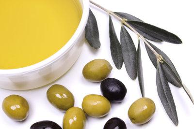 Olivenöl stärkt brüchige Fingernägel.