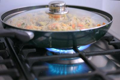Kalorienarm und lecker - Gemüse-Reis-Pfanne mit Pute.