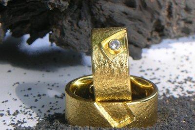 Auch ein Goldring kann Kratzer bekommen.