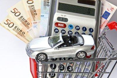 Gutachter ermitteln den Wert von Gebrauchtwagen.