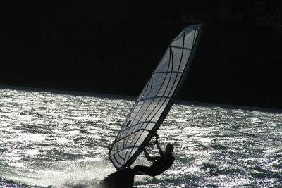 Könnte Windsurfen Ihr neues Hobby werden?