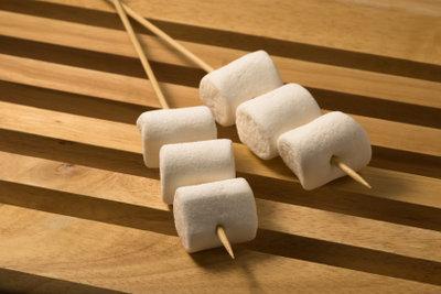 Marshmallows schmecken pur oder gegrillt lecker.