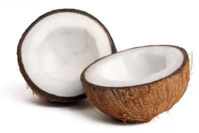 Kokosfett wird aus dem Fruchtfleisch der Kokosnuss gewonnen.