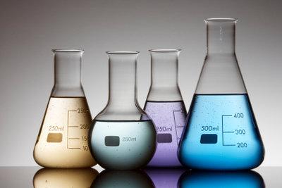 Salzsäure mit Natronlauge im Glaskolben neutralisieren