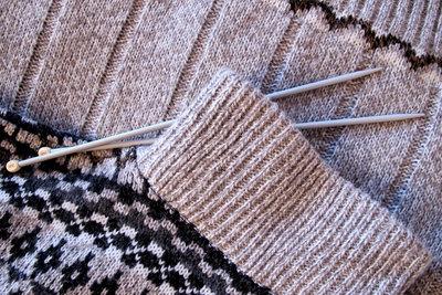Dieser Pullover lädt zum Kuscheln ein.