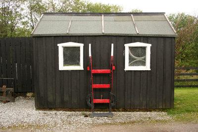 Dacherneuerung mit Dachpappe und Kaltkleber