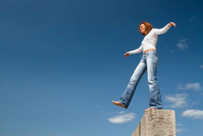 Lässige und toughe Frauen lieben Jeans.