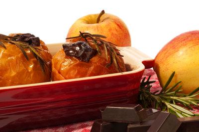 Bratapfel in der Mikrowelle zubereiten.