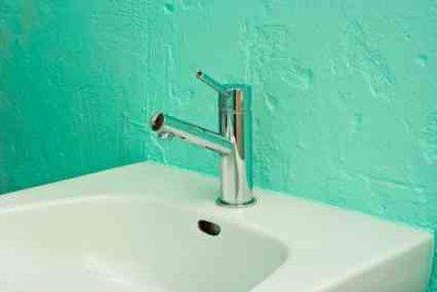 Waschbecken aus Mineralguss brauchen besondere Pflege.