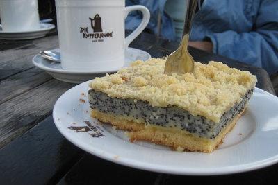 Mohnkuchen ist ein Traditionsgebäck.