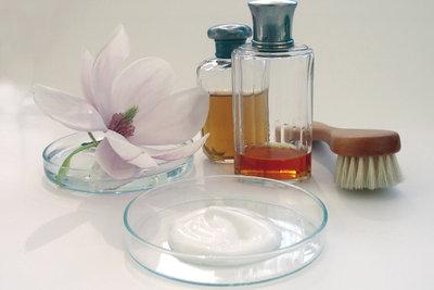 Kosmetik kann man mit Olivenöl herstellen.