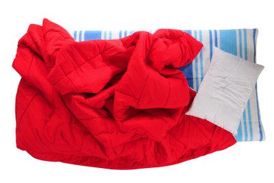 Klappbare Matratzen eignen sich fürs Gästebett.
