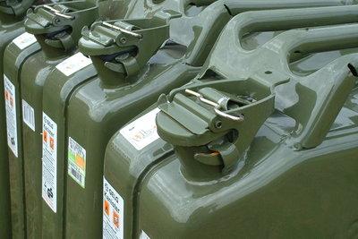Metallkanister werden durch Plastikkanister abgelöst.