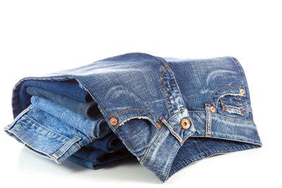 Jeans laufen bei heißem Waschen ein.