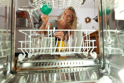 Schritt für Schritt zum korrekten Spülmaschinenanschluss.