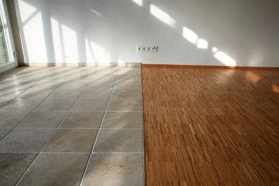 Bei Fußbodenheizungen gibt es verschiedene Systeme.