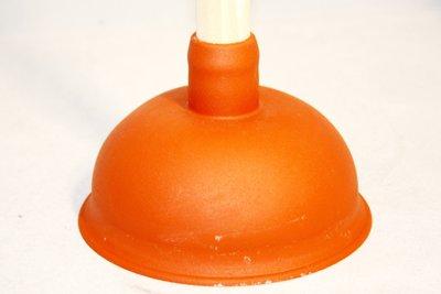 Pümpel helfen bei verstopften Abwasserleitungen.