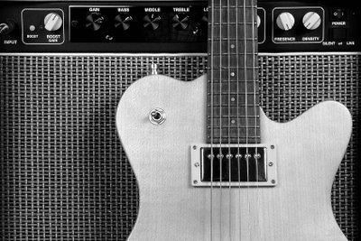 Stolzes Stück - eine selbst gebaute E-Gitarre