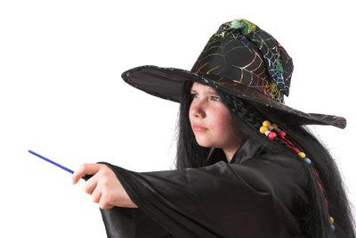 Einfache Zaubertricks ohne viel Utensielien vorführen