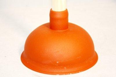 Gummisaugglocken können verstopfte Wasserleitungen reparieren.