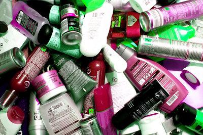 Zu viele Pflegeprodukte reizen die Haut.