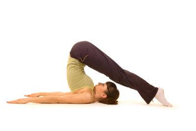 Bei Yoga können Sie entspannen.