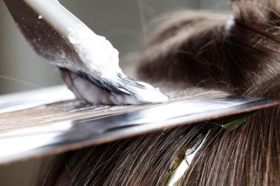 Ansätze nach dem Haarefärben sind lästig.