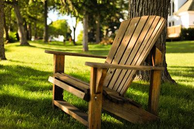 Möbel aus Teakholz sehen charmant aus.