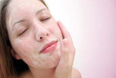 Peelings sorgen für glatte, reine Haut.