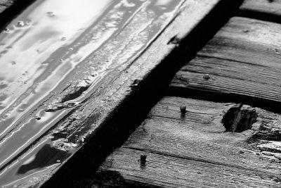 Nägel gehen schwer aus altem Holz.