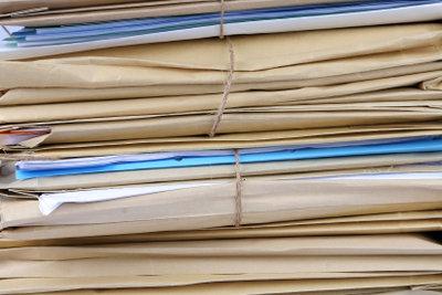 Aktenberge abarbeiten oder archivieren.