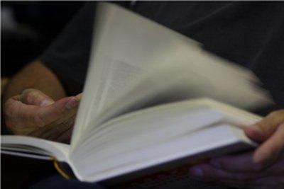 Buchbeschreibung bei einem Roman spannend gestalten.