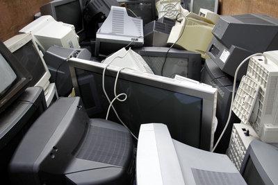 IT-Techniker kümmern sich um die Geräte.