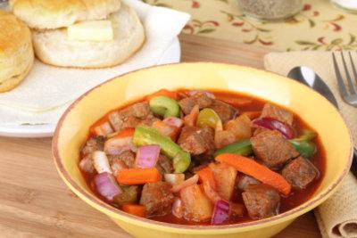 Rindfleischeintopf mit Kartoffeln ist schmackhaft
