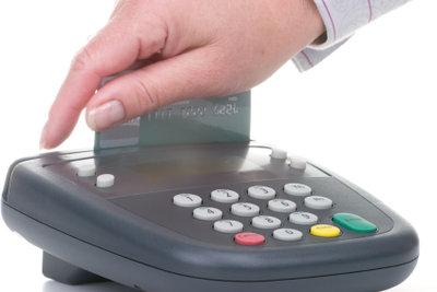 Bezahlen mit der EC-Karte.