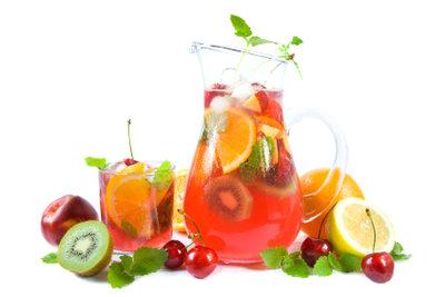 Zwei Rezepte für Fruchtbowle mit Wodka