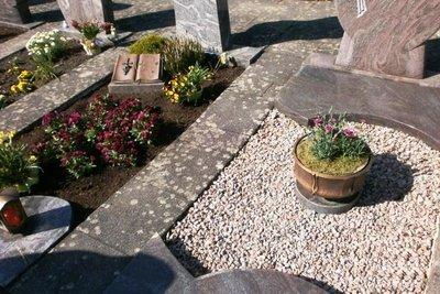 Durch gute Planung ist die Grabpflege im Sommer kein Problem.