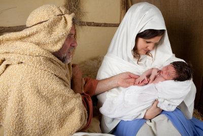 Weihnachten die Geburt Jesu feiern.