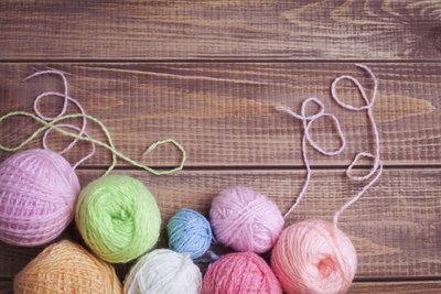Für diesen Cardigan eignen sich auch gut Wollreste in verschiedenen Farben.