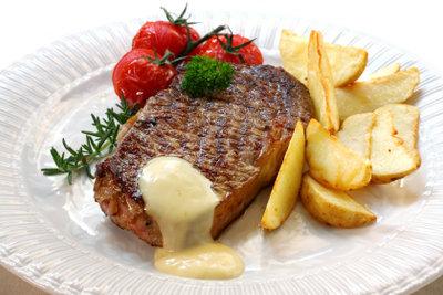 Soße Bernaise passt hervorragend zu Steak.