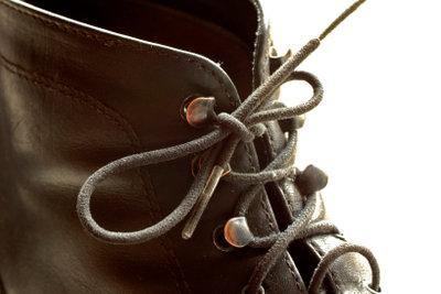 Sie können auch ein Lederschuhband nehmen.