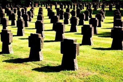 Grab des Kriegsgefallenen suchen