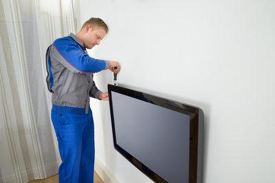 Lösen Sie die Schrauben des Fernsehers, um das Clouding zu beseitigen.